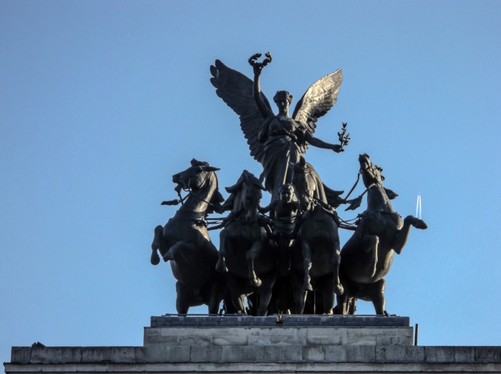 Wellington Arch at Heroes Corner - 15 minutes in Piccadilly